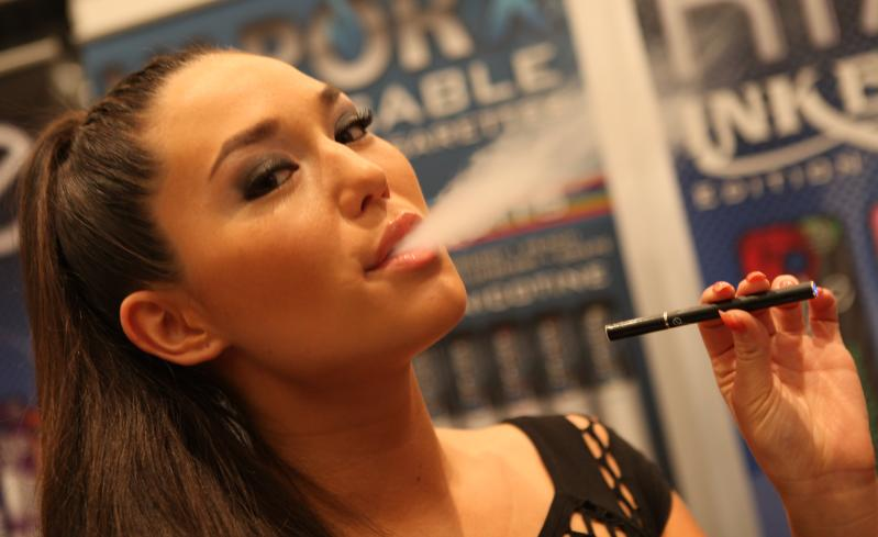 Electronic_Cigarette_Smoking