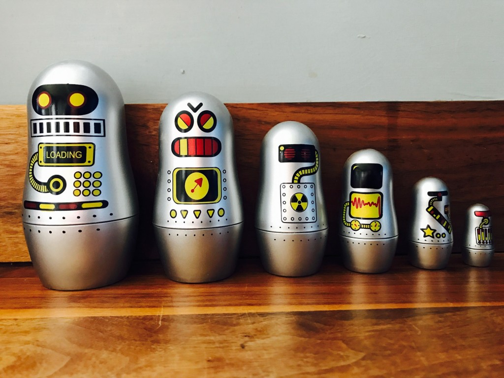 Toy robots of varying sizes